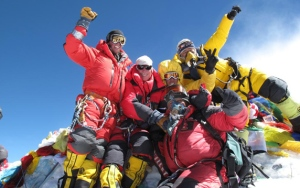 everest-summit-2010